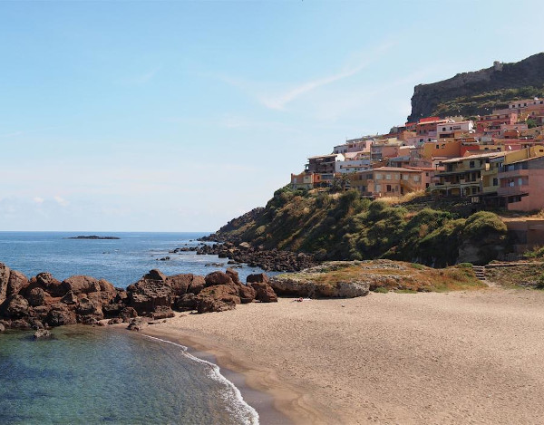spiaggia e borgo di castelsardo