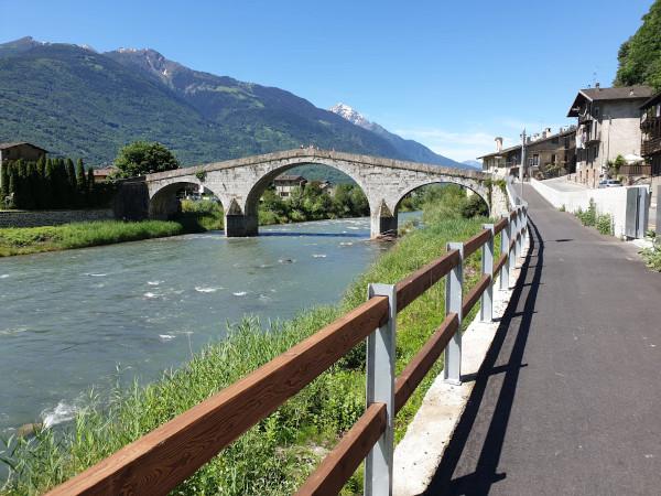 ponte sul fiume a morbegno