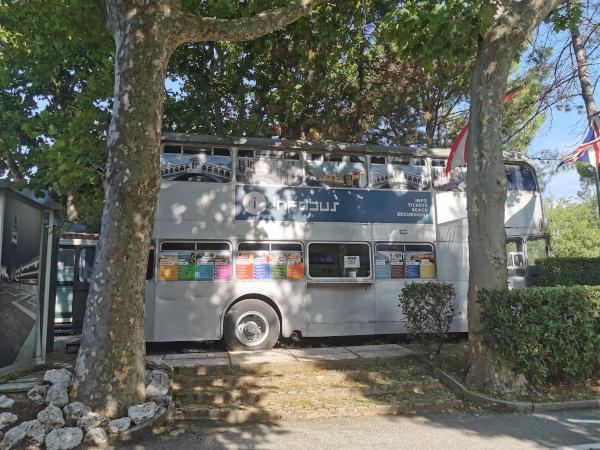 tour bus riconvertito a ufficio turistico