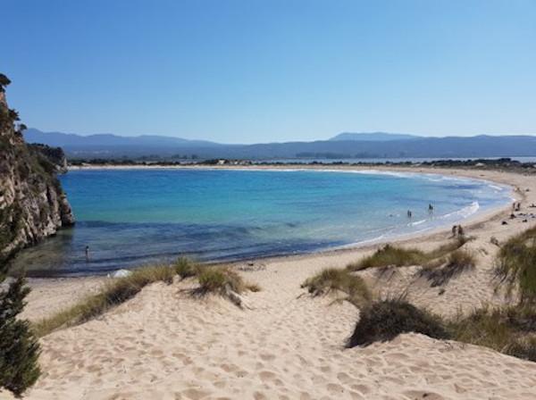 spiaggia con mare turchese