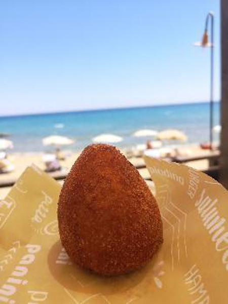 arancino specialità tipica siciliana a base di riso